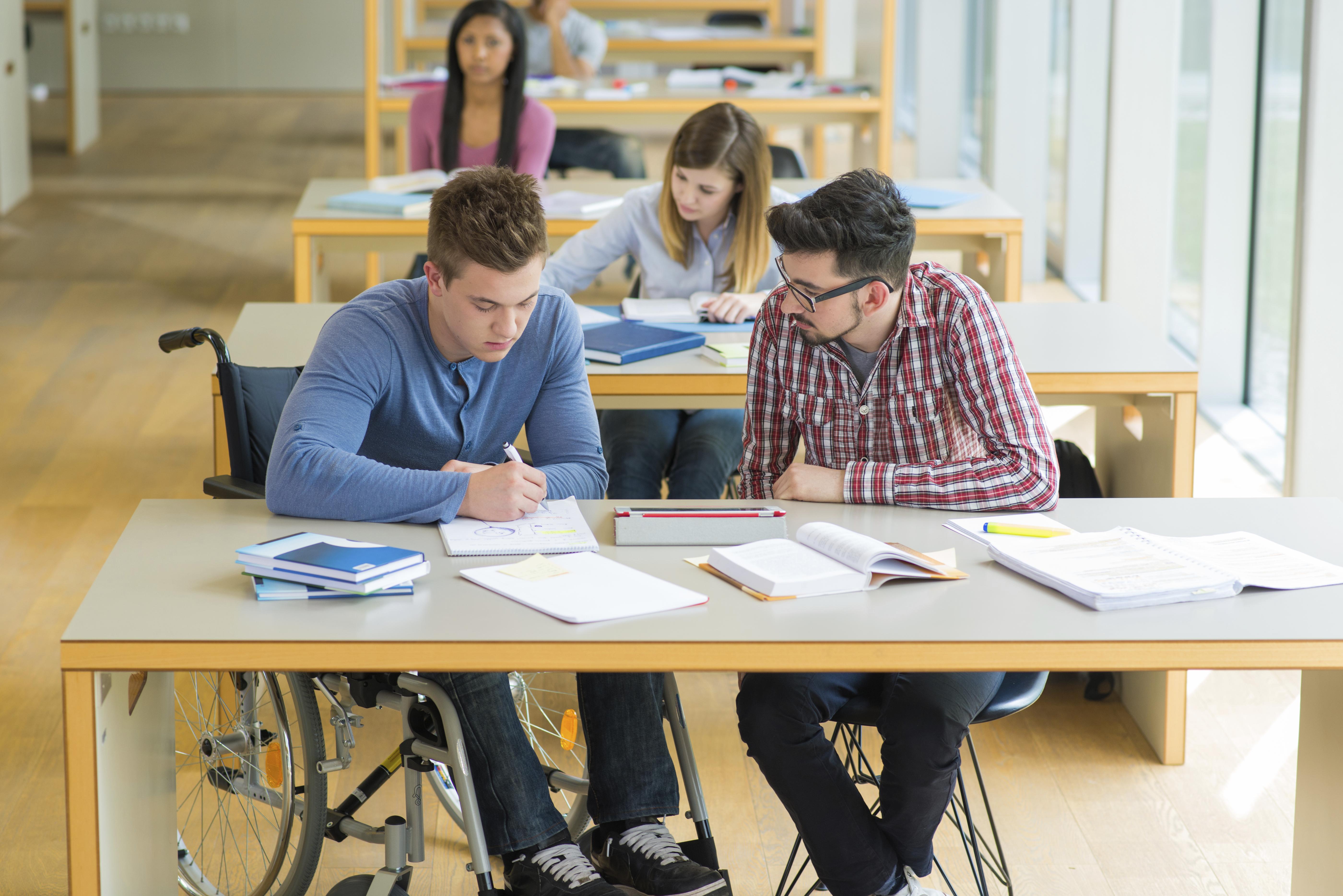 Студенты ебут друг друга, Голые студентки трахают друг дружку 17 фотография